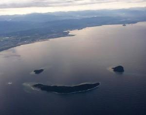 Island Y with a working art. reef(src: www.environmentalgraffiti.com)