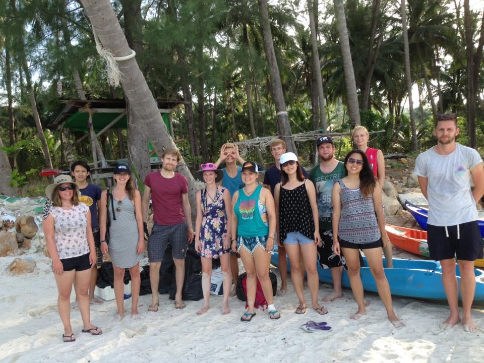 CORE sea interns cleaning Chaloklum beach